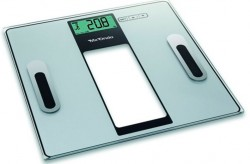 Báscula electrónica con medición del porcentaje de agua, masa y grasa corporal